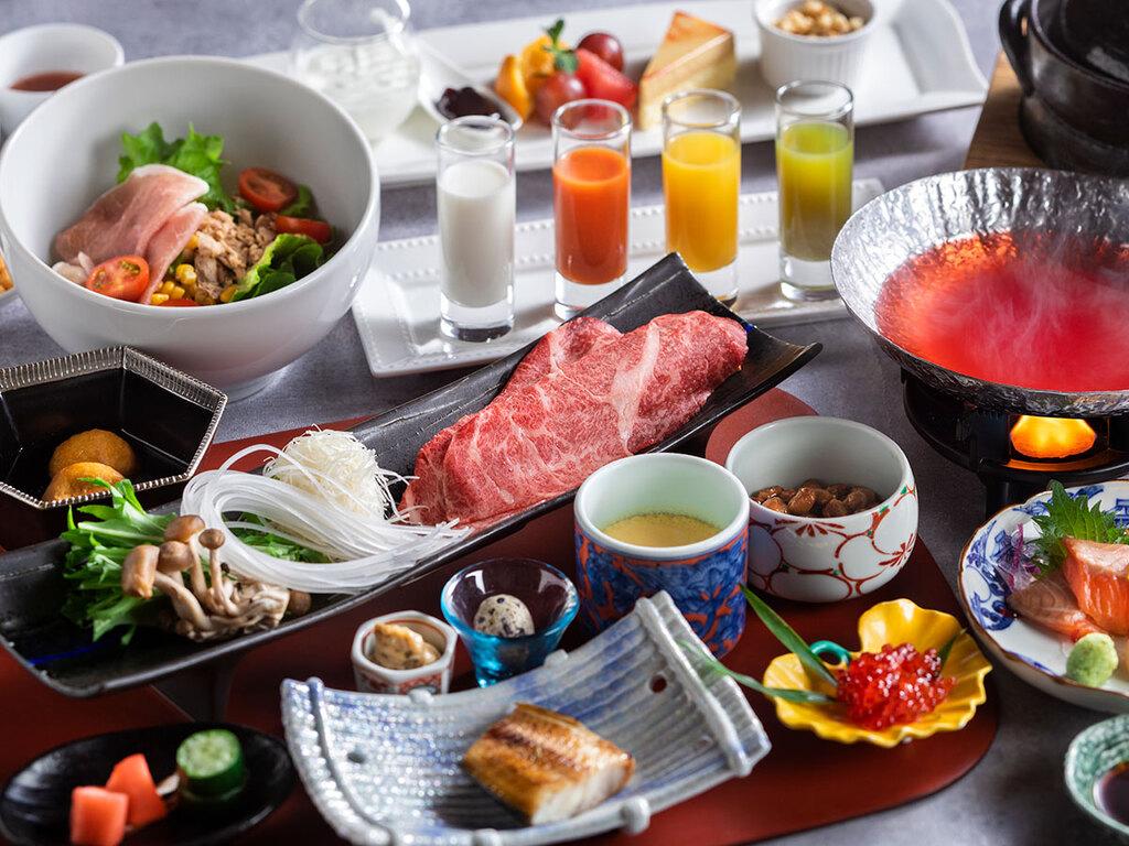 【朝食:和食一例】釜炊きごはんと、ごはんに合うおかずが並ぶ和食。目覚めの身体に優しいメニューです