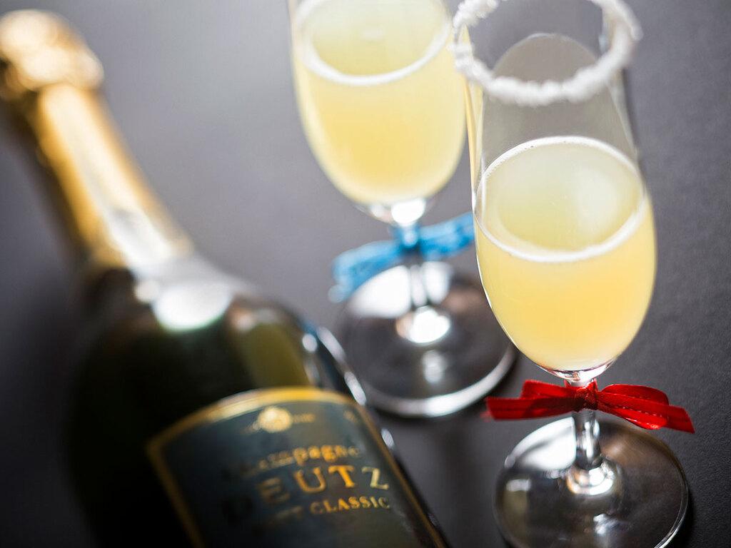 大切な人と、大切な記念日をシャンパンで乾杯。※イメージ写真です。