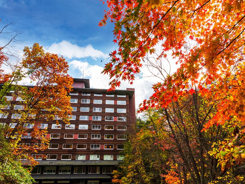 【外観】10月上旬〜中旬が周辺紅葉の見ごろとなります。
