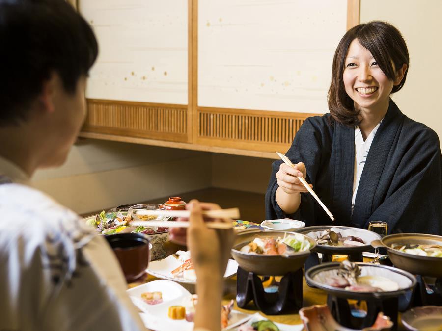 大切な人とご家族でお部屋で寛ぎながらゆっくり和食膳をお楽しみください。