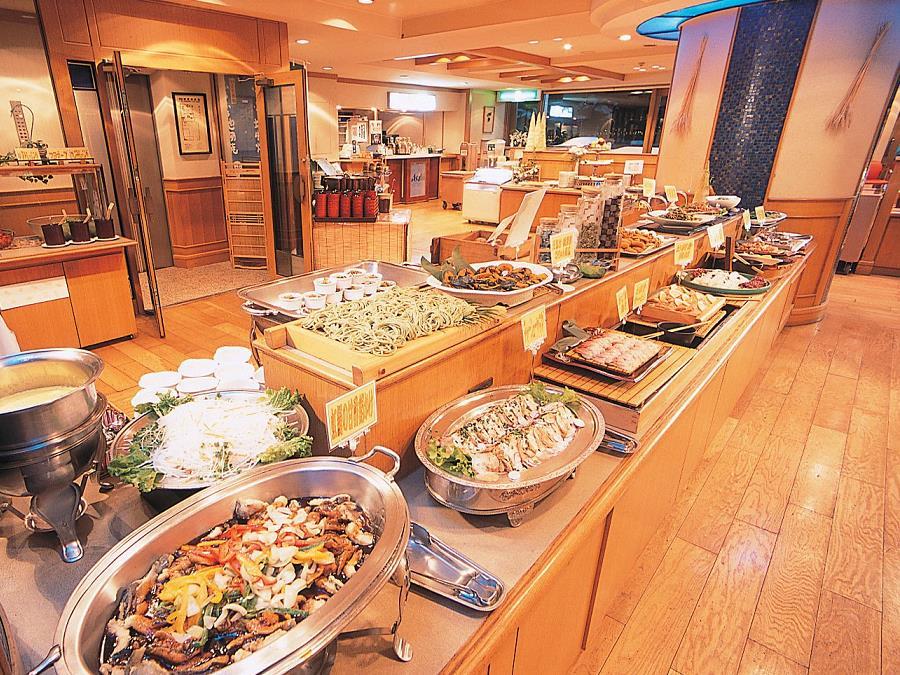 バイキング/自社ファームの野菜に地元のブランド豚、噴火湾の魚介など彩りも鮮やかなバイキング☆