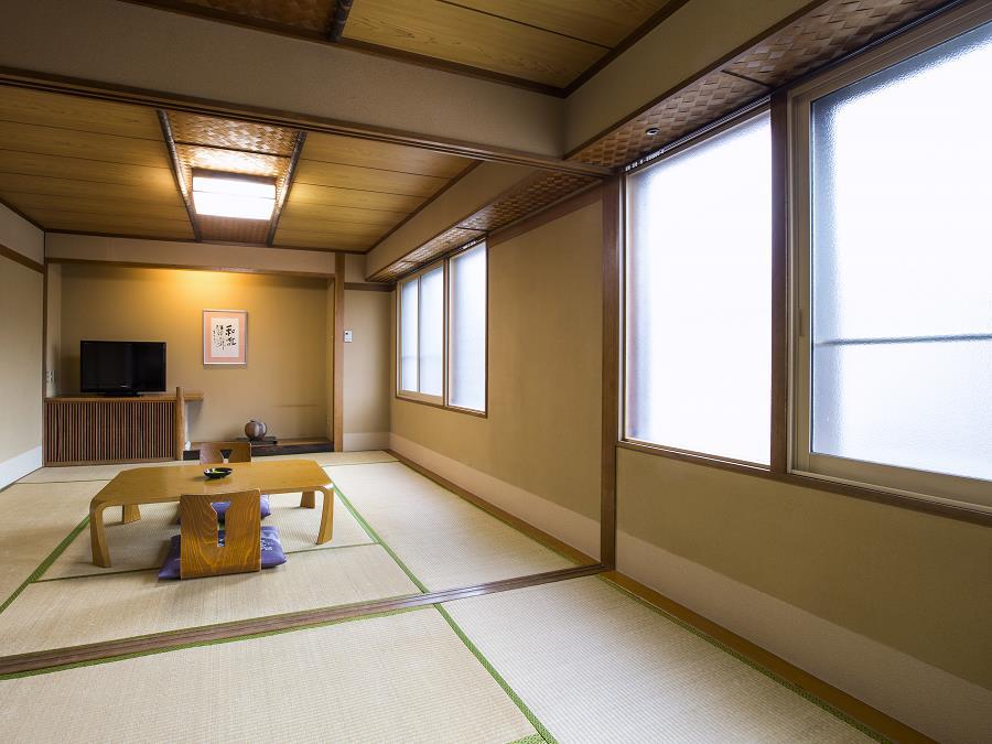 山側客室/温泉宿ならではの和の寛ぎでお客様をおもてなしします。