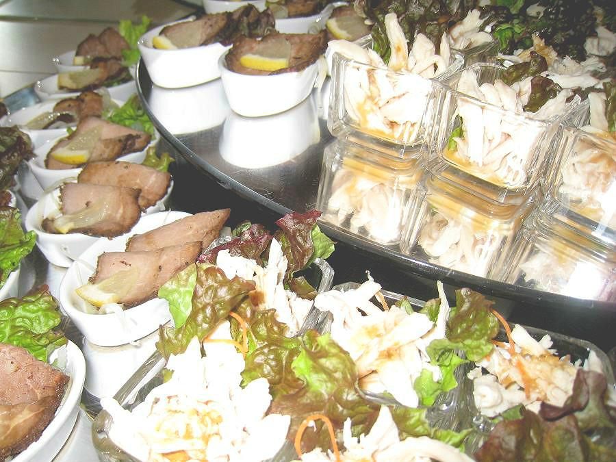 バイキング/新鮮な野菜もジューシーなお肉もお楽しみ頂けます。