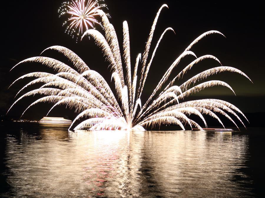 洞爺湖ロングラン花火大会/洞爺湖を彩る花火をお楽しみ頂けます。