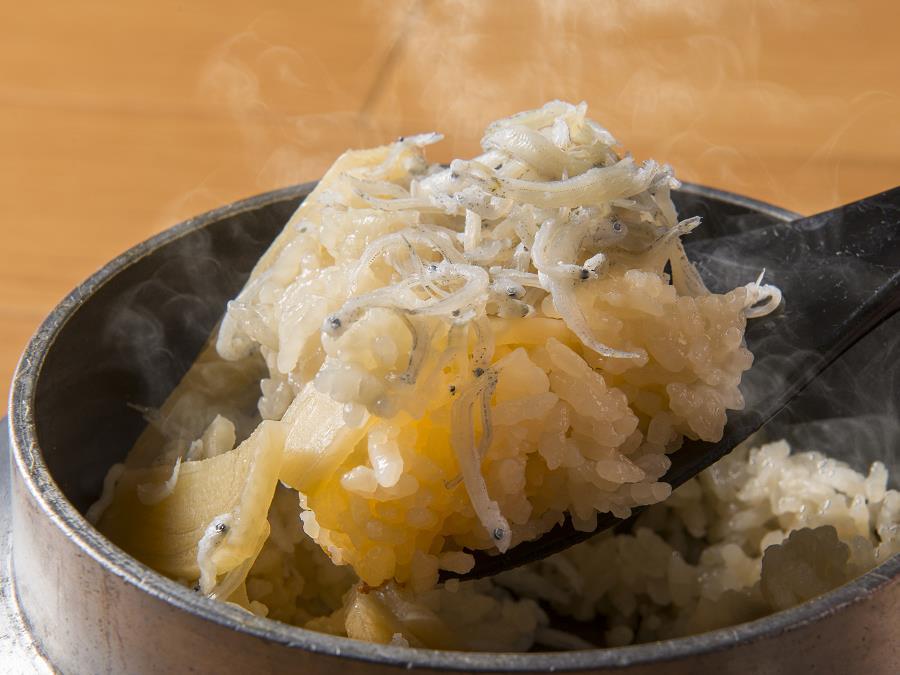 地元産旬菜グルメバイキング:春筍の釜飯・ちりめんじゃこのふりかけ