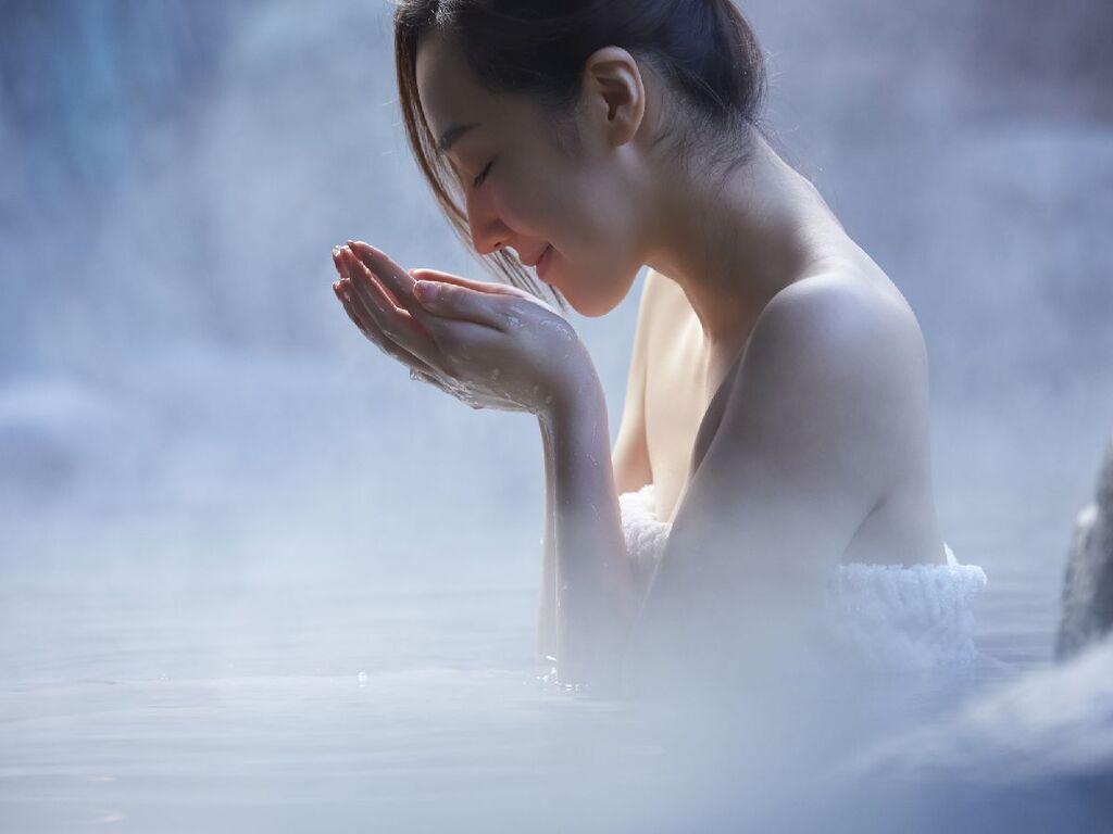 美肌温泉水をお持ち帰り♪お顔や肌に使用すると温泉の効能をお試しできますよ。※写真はイメージです。