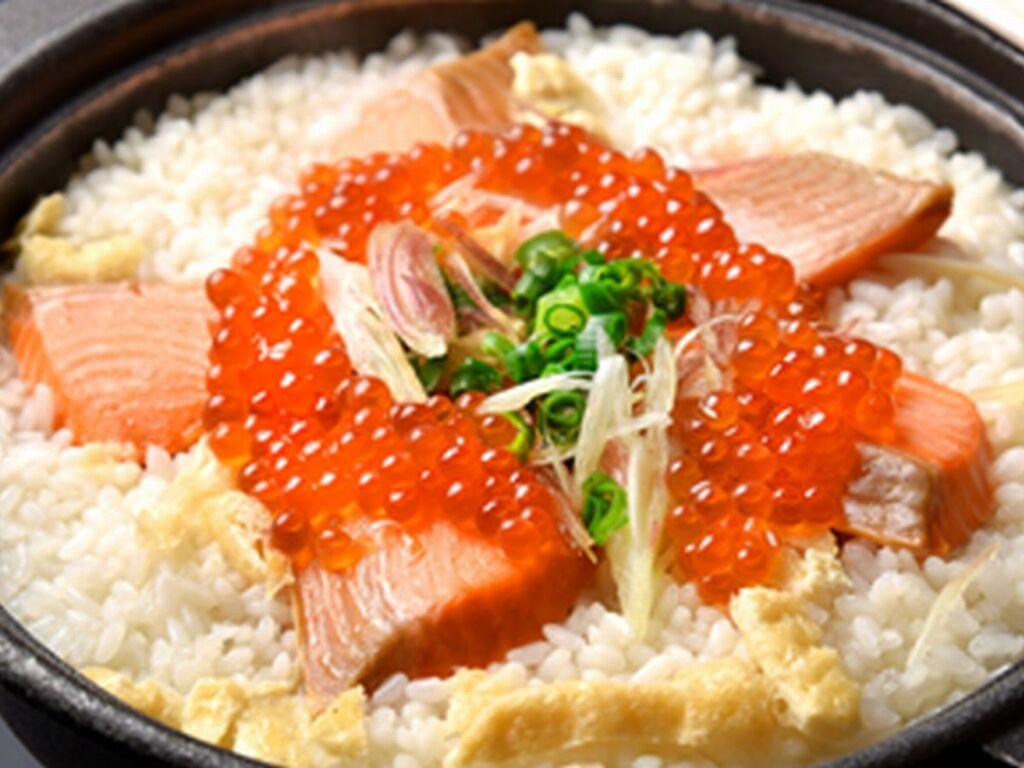 鮭といくらの炊き込みご飯※イメージ