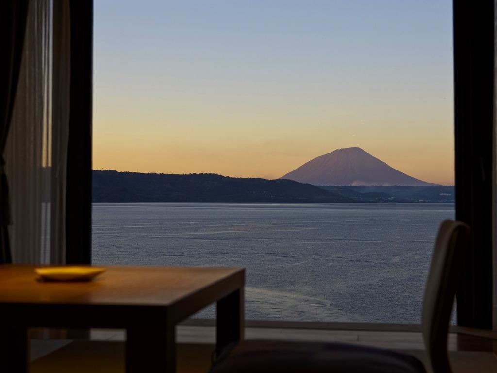 【客室】雄大な洞爺湖の大自然を全客室からお楽しみ頂けます。