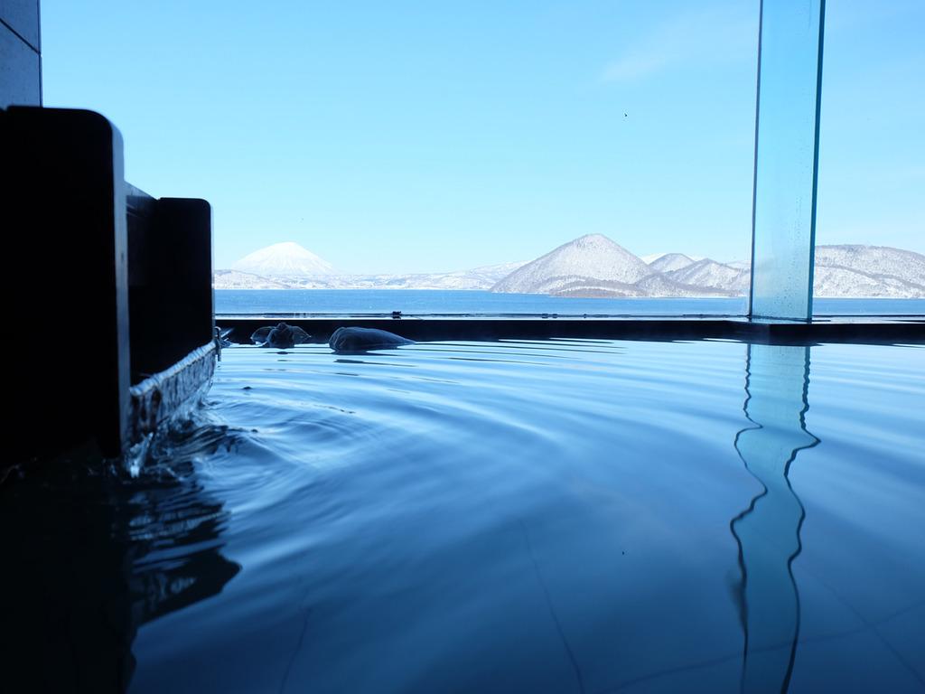 【貸切風呂】洞爺湖の冬の姿を眺めながら、かけ流しの湯に浸かる贅沢な時間。