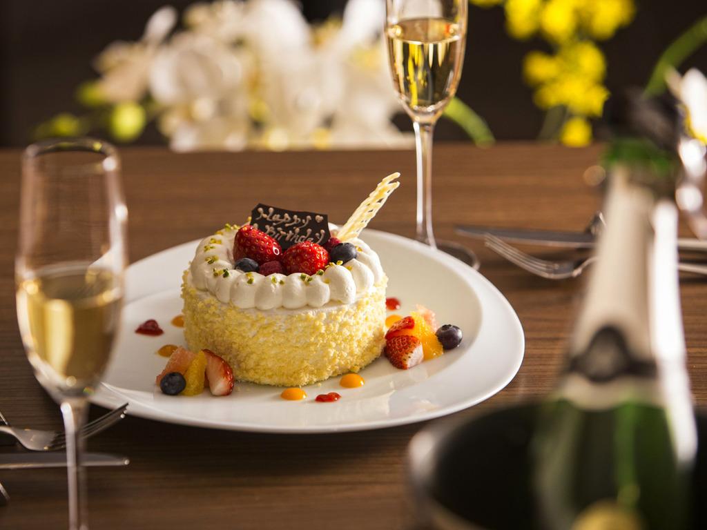 パティシエ特製のアニバーサリーミニケーキ