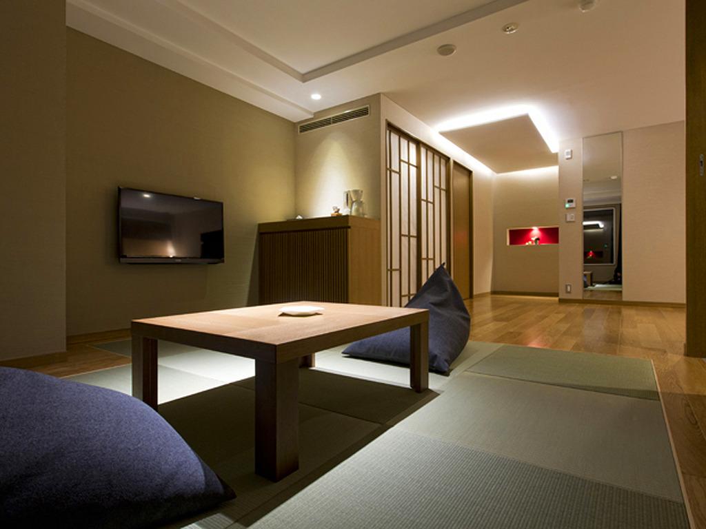 【展望風呂付き客室】琉球畳の和室を備えた和洋室タイプです。