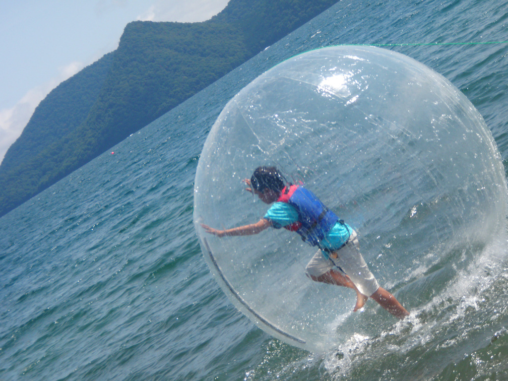 【ウォーターウォーク】お子様に大人気!水上アクティビティで夏の思い出を。