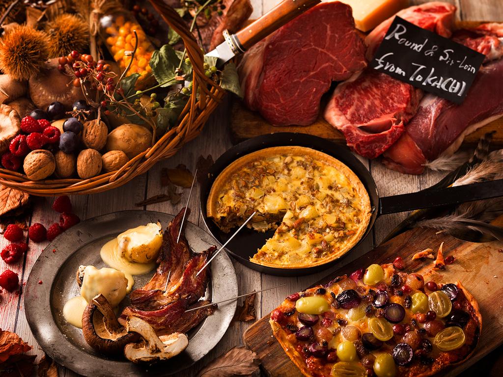 【夕食ブッフェ・9〜11月】洞爺野菜や豪快なステーキ、秋の木の実を散りばめた5周年特別ブッフェ。