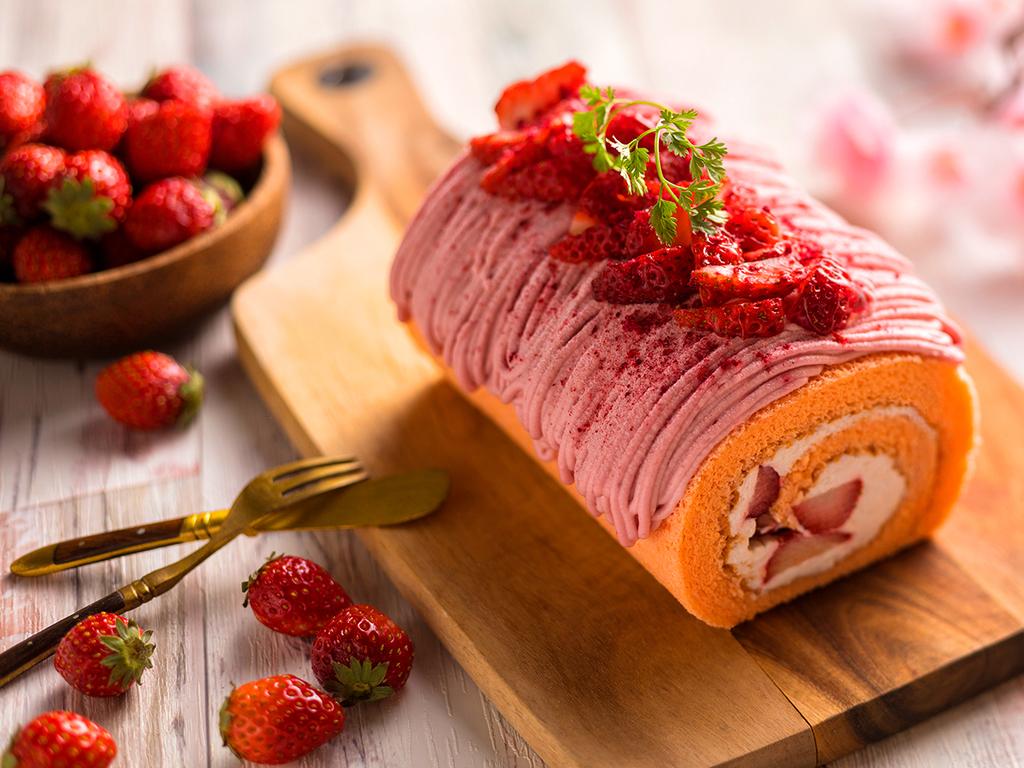 【プラン特典】春限定いちごのモンブラン。苺の酸味と甘みが絶妙なバランスのケーキです。