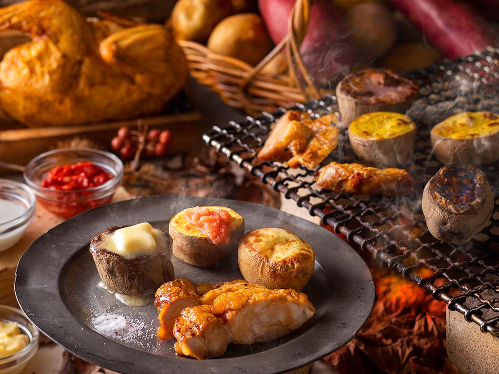 【9〜11月・夕食ブッフェ】身の締まった知床鶏のグリルと北海道Potatoの彩りバイキング。