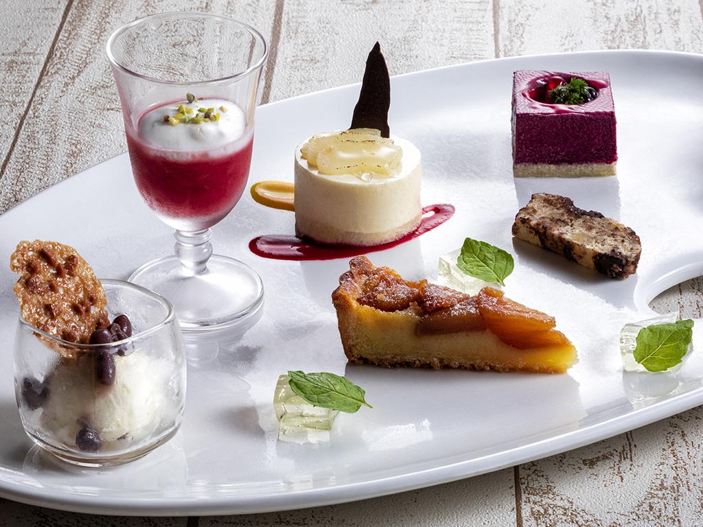 【フレンチの一例】パティシエ特製のデザートも自慢の一皿。