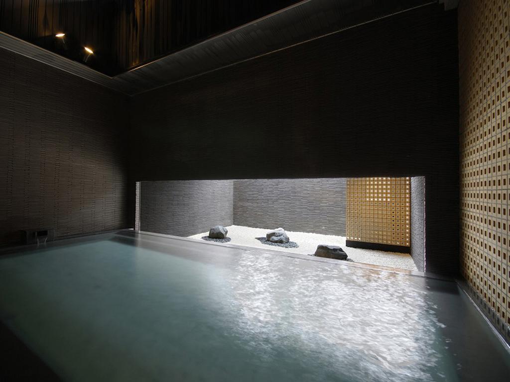 【癒しの湯「桂月」】心を落ち着かせ、ゆっくりと温泉をお楽しみいただけます。(2階浴場・残月峰)