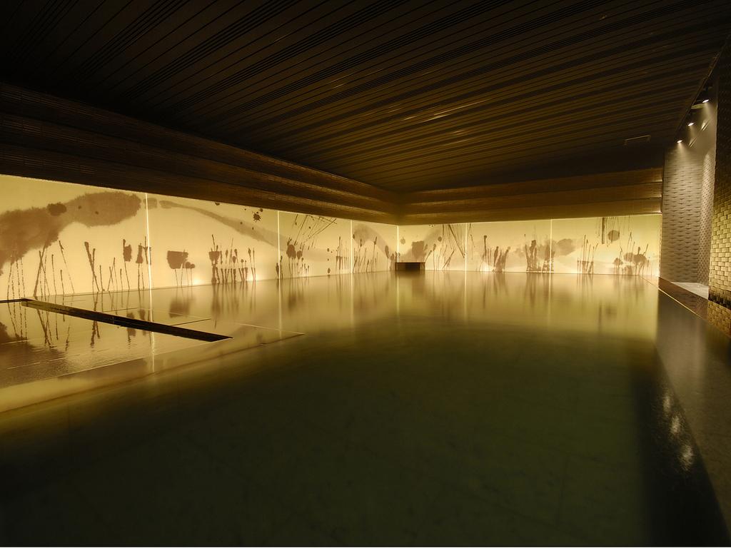 【癒しの湯 桂月】薄暗い浴場は、心を落ち着かせます。(2階浴場・瞑想の湯)