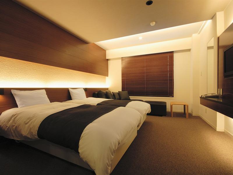 【洋モダン】ツインベッドを配し、機能的で過ごしやすい洋室