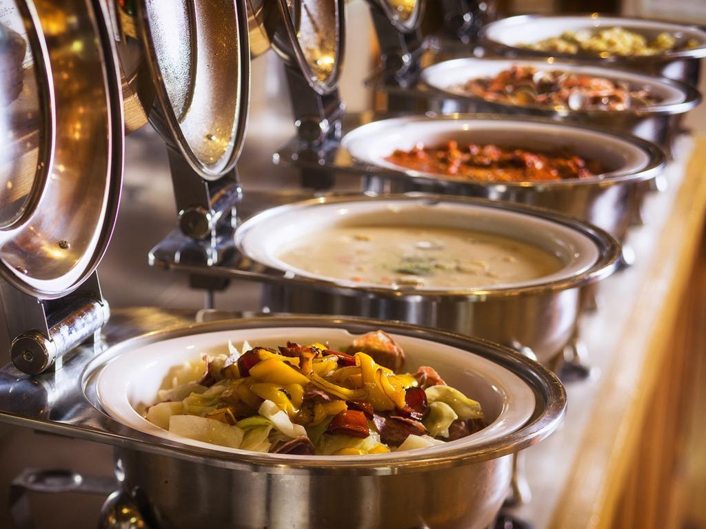 【バイキング】地産地消の食材にこだわった料理が並びます(写真一例)