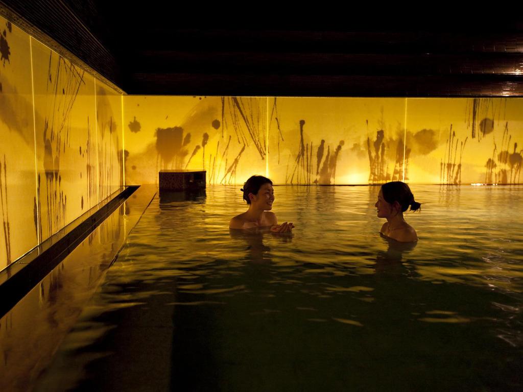 【癒しの湯 桂月】幻想的な空間に、もうもうと立ち込める湯気が秘湯のような雰囲気を演出