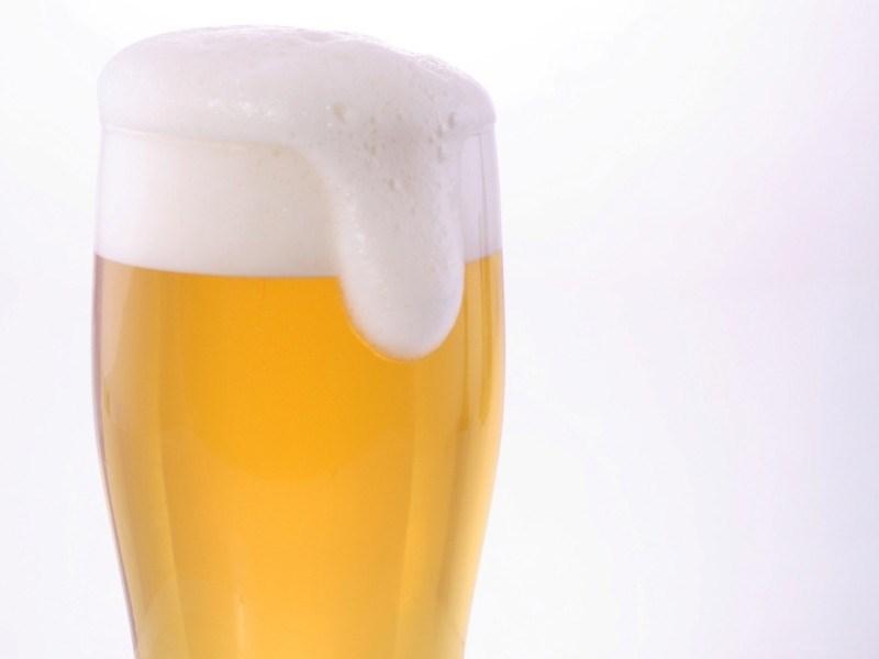 ビールで乾杯!楽しく盛り上がろう(イメージ)