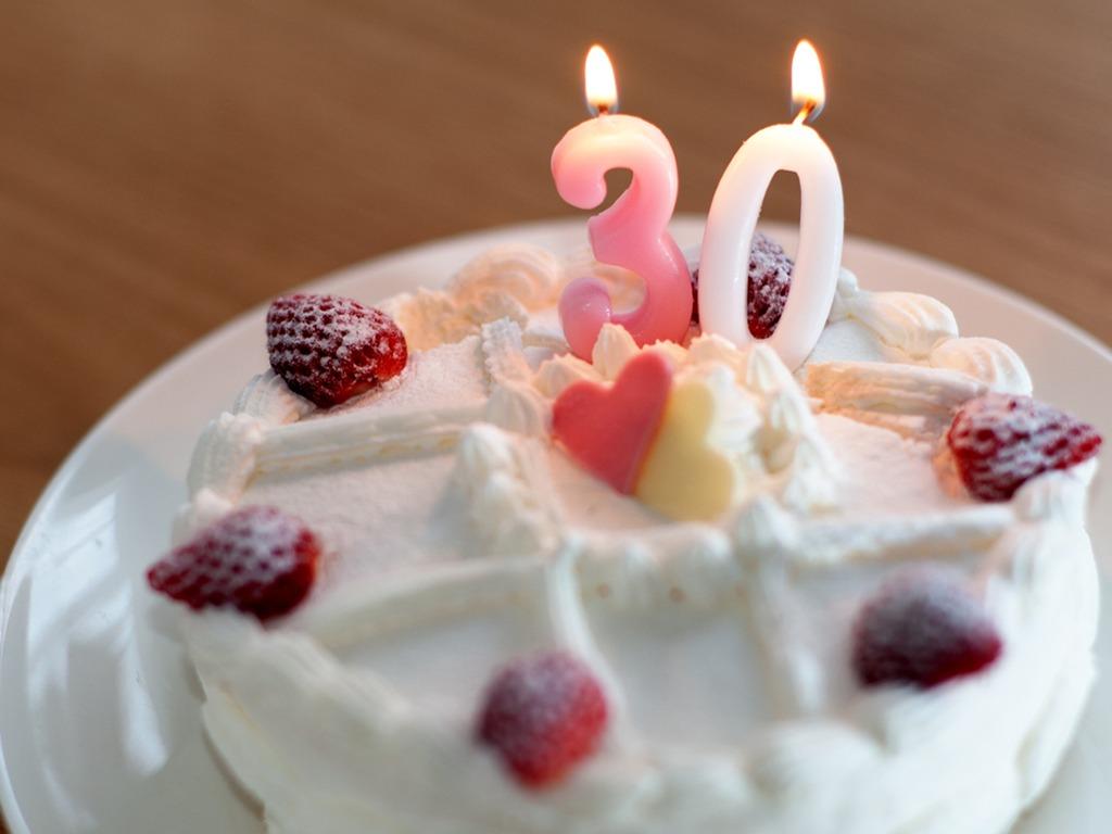 誕生日にケーキでお祝いしましょう! ※イメージ
