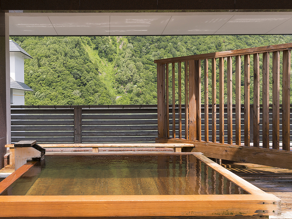 【天空露天 朝陽山】層雲峡の山並みを一望しながら温泉を満喫できます