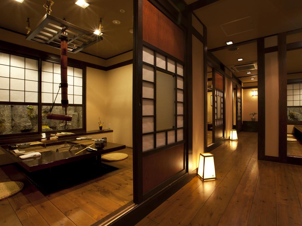 【食事処 北番屋】鰊番屋をイメージした北番屋には、情緒ある個室が並びます