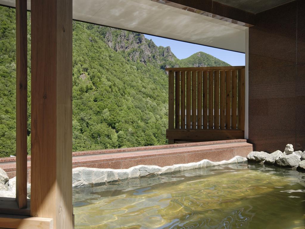 【天空露天 朝陽山】層雲峡の渓谷を望む露天風呂