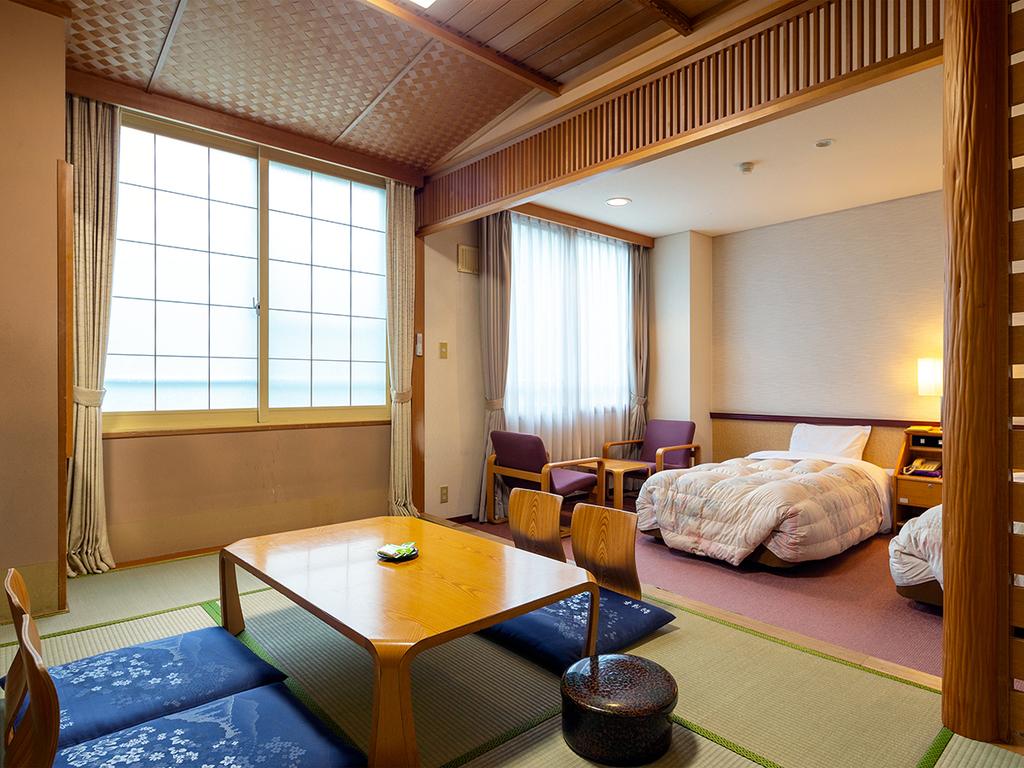 【和洋室】ベッドでも畳でも寛げるゆったりとしたスペースが人気