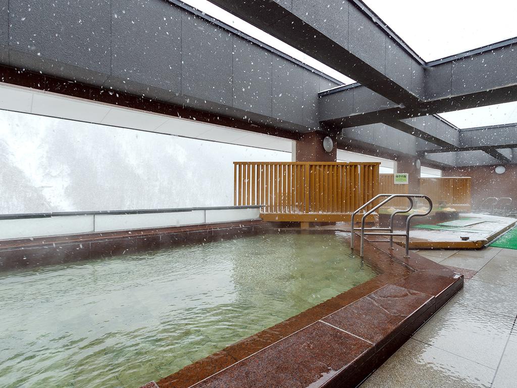 【天空露天 朝陽山】真っ白に雪化粧した絶景を楽しみながら、体の芯まで温まる温泉は格別