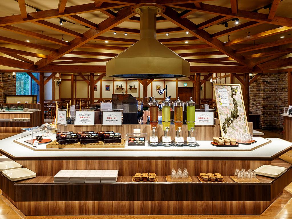 【山の料理茶屋 早紅葉】和食中心のメニューをバイキングスタイルで堪能できます