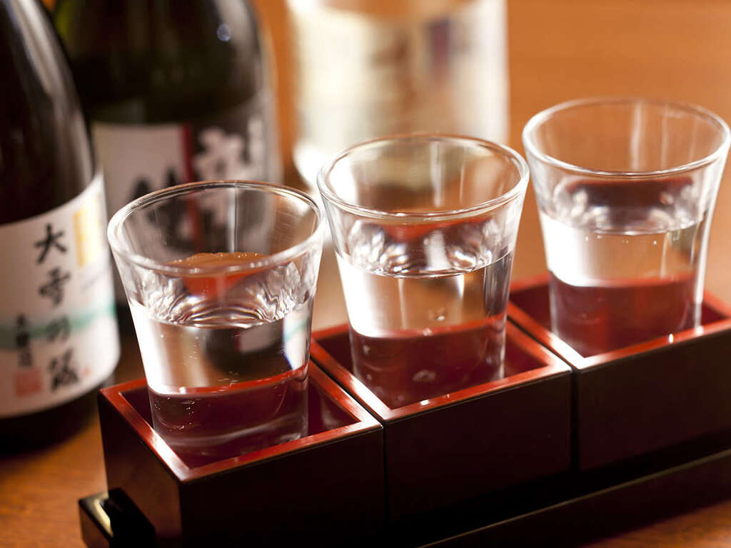 「食事処 北番屋」で利き酒セットをお楽しみください(イメージ)