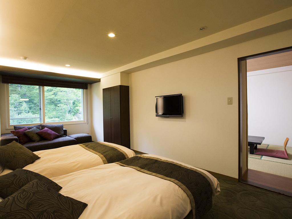 【モダン和洋室】景色の良い最上階のお部屋でゆったり旅の疲れを癒して下さい