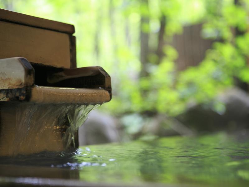 【大自然の湯「鳥の声」】自然に包まれながら温泉を楽しめる露天風呂