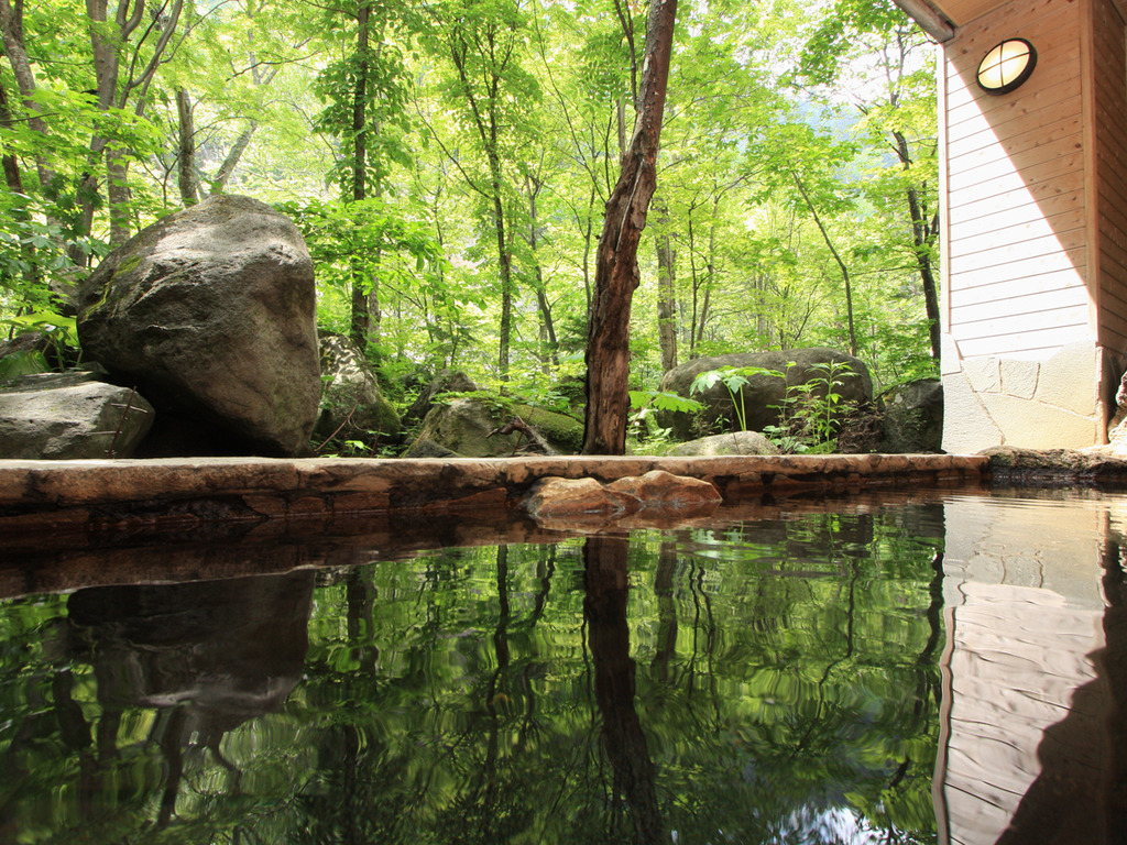 【大自然の湯「川の囁き」】露天風呂からは、層雲峡の春夏秋冬を眺める事ができます