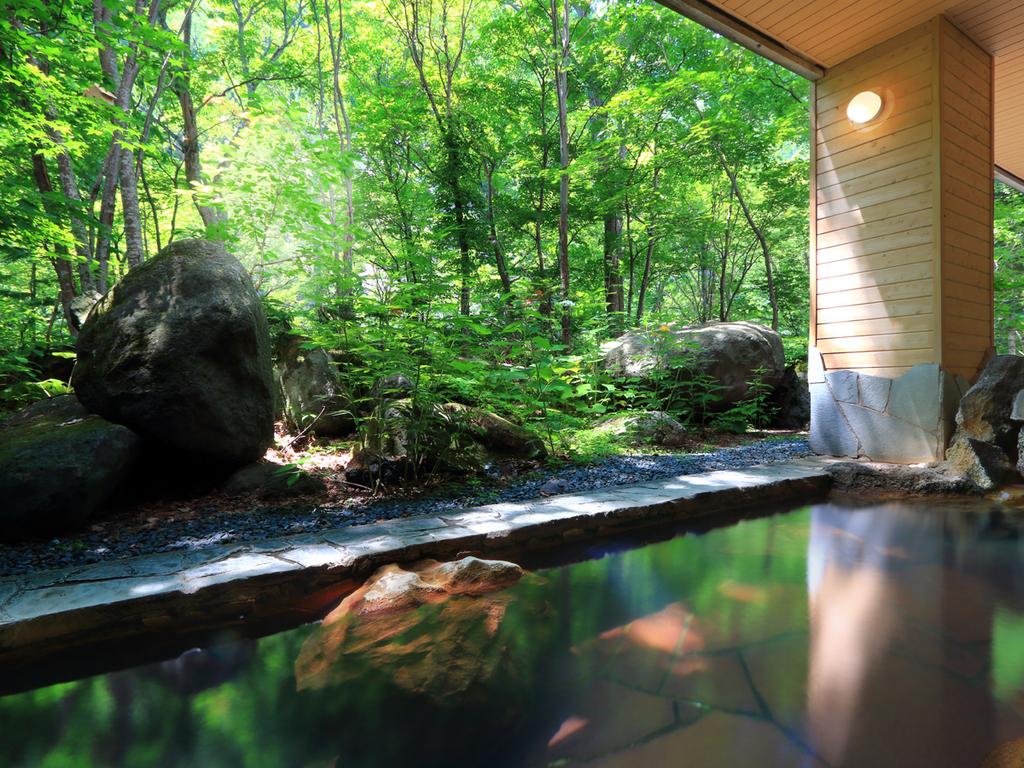 【大自然の湯「川の囁き」】緑と石狩川のせせらぎに癒されるひと時