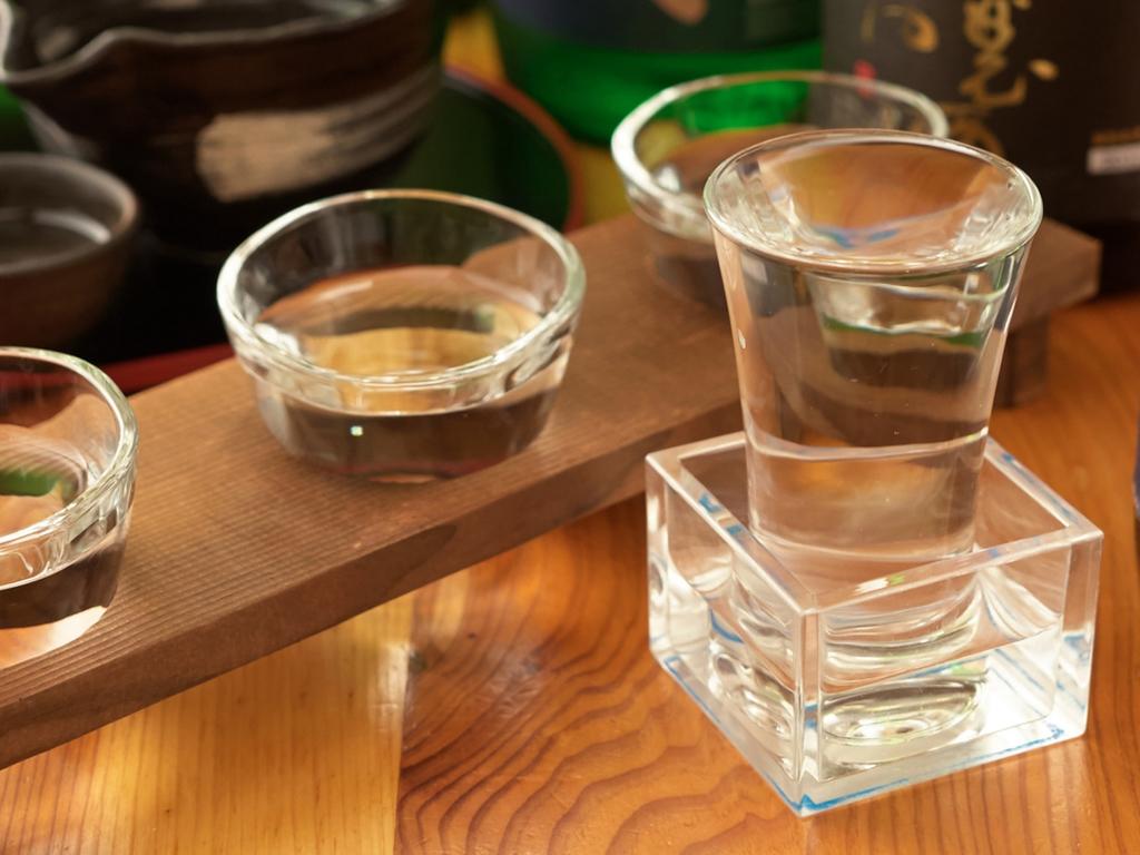 日本酒好きの方に嬉しいもっきり酒をどうぞ(イメージ)