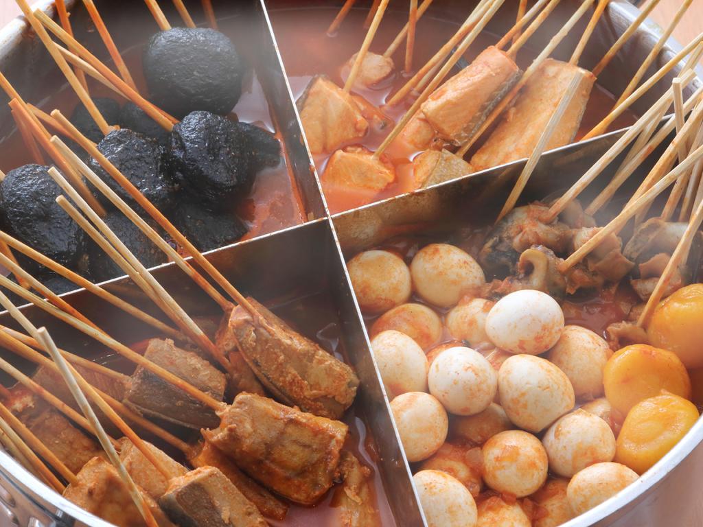 【市場めし】リゾート風トマトスープ仕立ての「浜の串鍋」