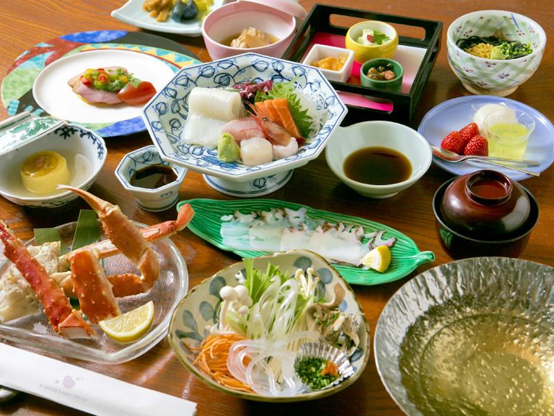 港町ならではの新鮮な魚介などを使ったお部屋食一例(基本プラン)※季節により変更になります。
