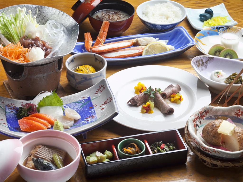 旬の和食膳をお部屋でゆっくりと。啄木亭名物「烏賊塩辛鍋」がおすすめです。