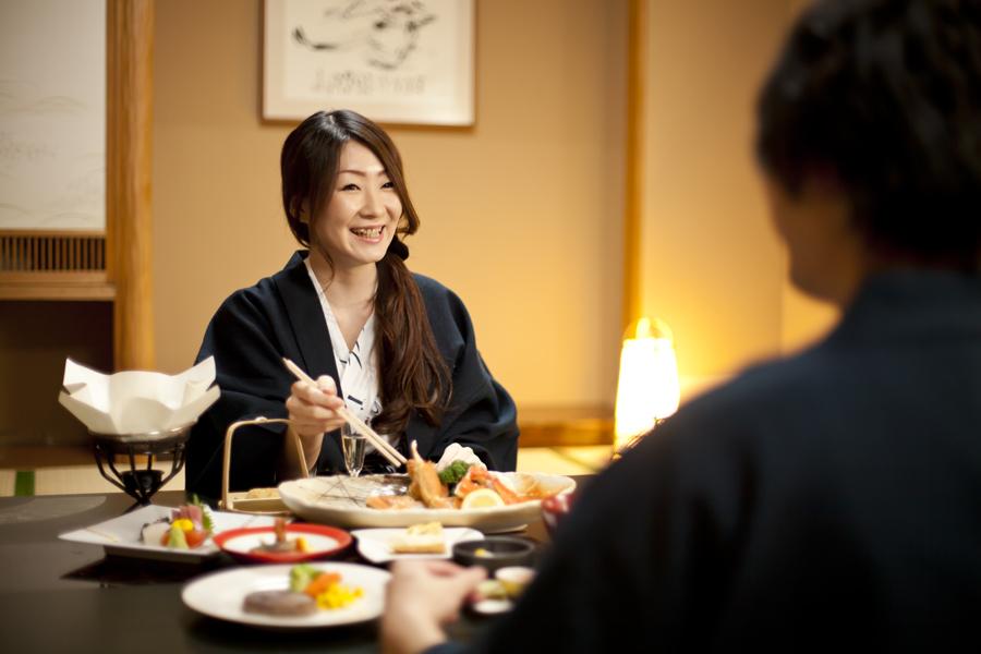 ご夕食はお部屋食!彼女の笑顔で彼氏も大満足間違いなし!