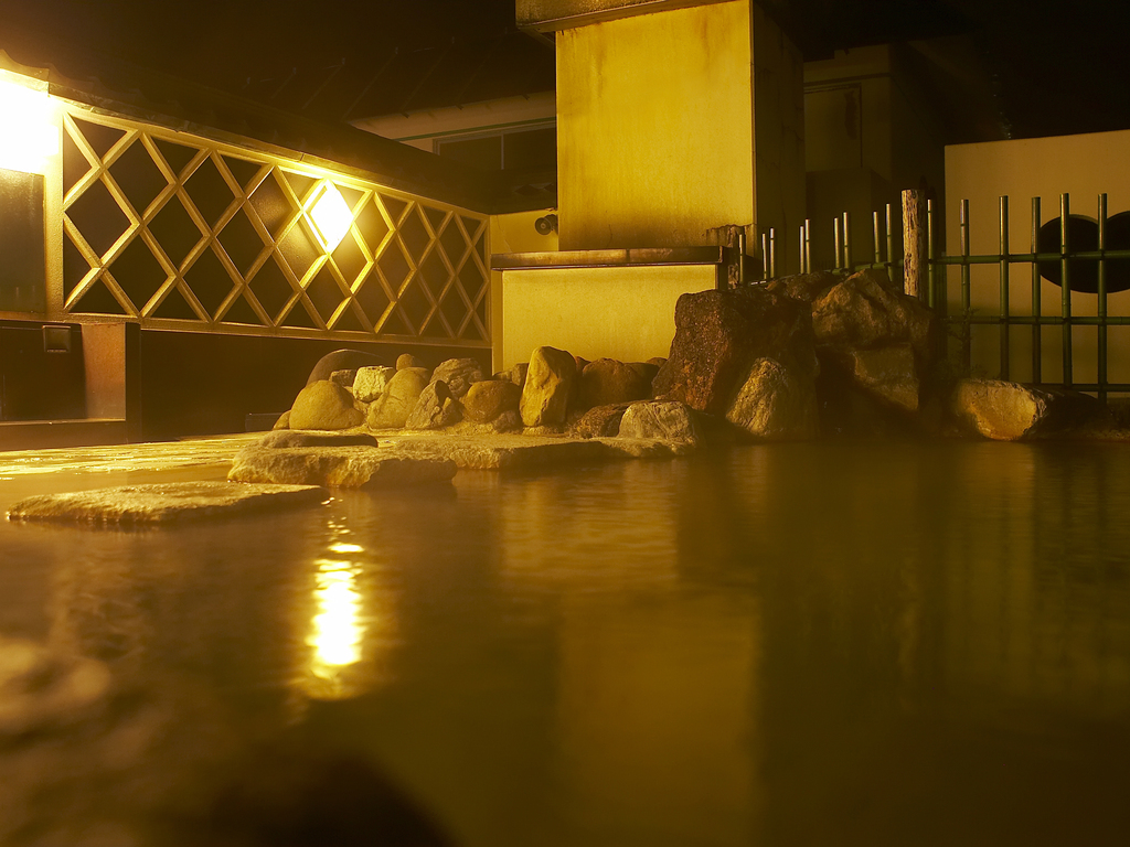 夜空を眺めながら露天風呂に浸かりホッと一息