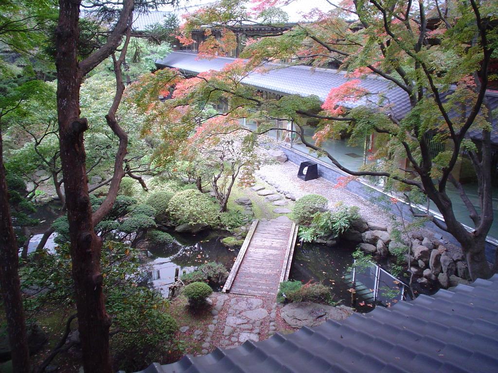 当館の日本庭園は、函館ゆかりの由緒ある松岡庭園をそのまま保存した銘庭。