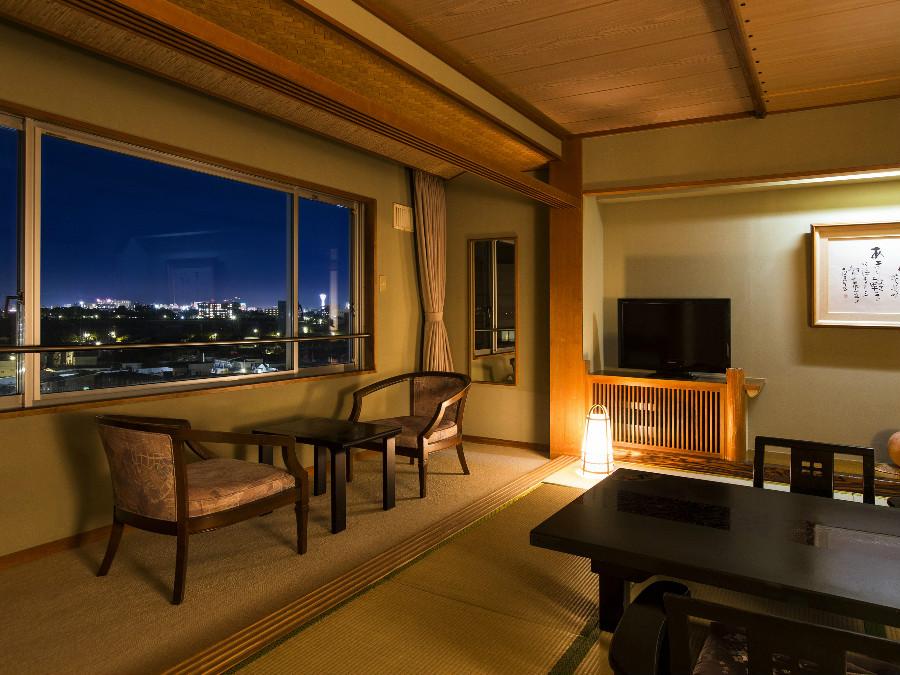 【和室一例】お部屋からは函館の美しい夜景を一望できます。