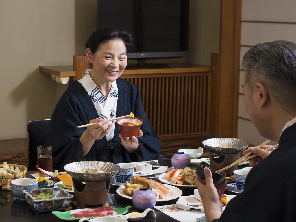夫婦水入らずで、お部屋でゆっくりお食事をお楽しみいただけます。