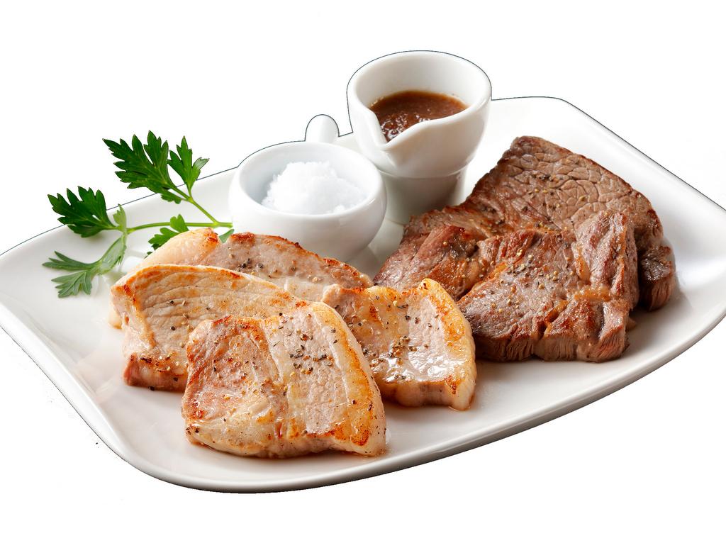 【豚豚フェスティバル 夕食】道産牛ステーキと駒ケ岳ポークステーキの盛合わせ(実演