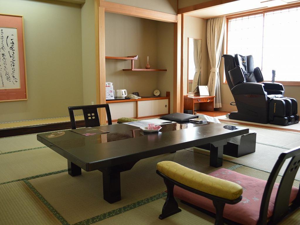【WAMODERN】ワモダン客室の和室のお部屋です。10畳以上の和室をご用意いたします。