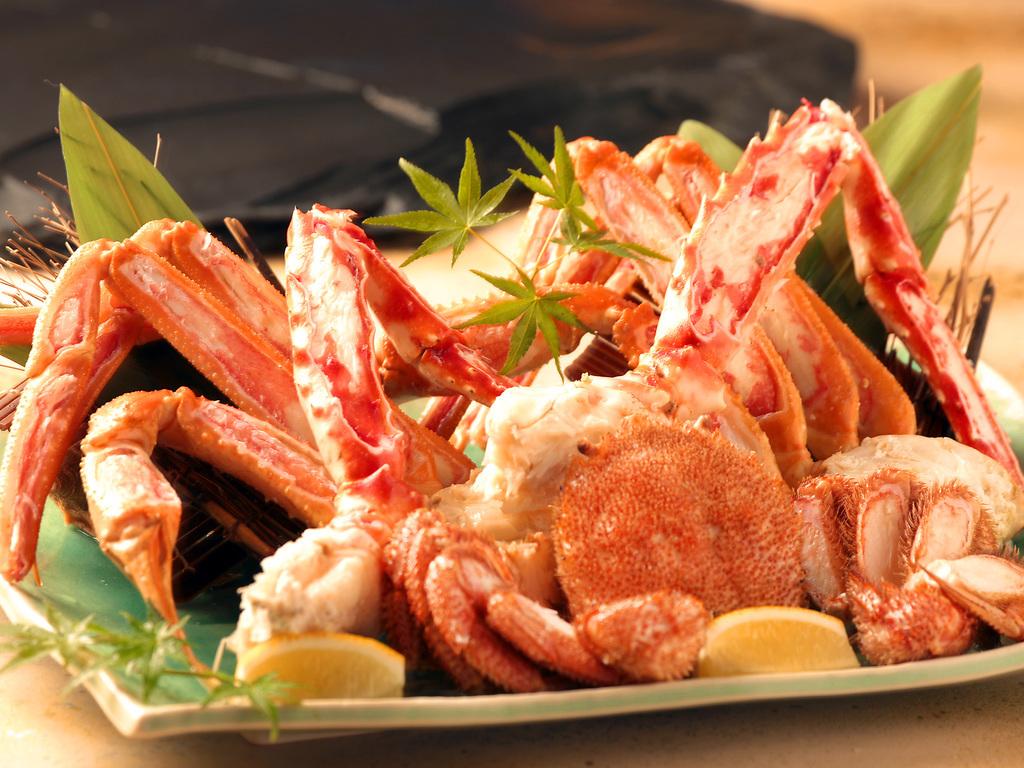 ズワイ・タラバ・毛蟹の三大蟹を贅沢に堪能。